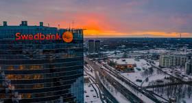Latvijas lielākās bankas — <em>Swedbank</em> <strong>peļņa Latvijā pērn bijusi 108 miljoni eiro</strong>