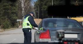 Pērn rudenī par ceļu satiksmes noteikumu neievērošanu <strong>sodīti 5 parlamentārieši</strong>