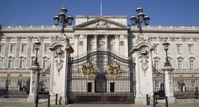 <strong>Lielbritānijas karaliene rīko krīzes tikšanos</strong> ar princi Hariju