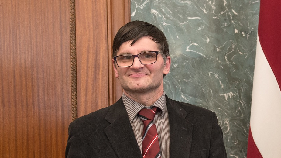 Vīrs, kurš aicina atlaist Saeimu — <strong><em>frīks</em> vai revolucionārs?</strong>