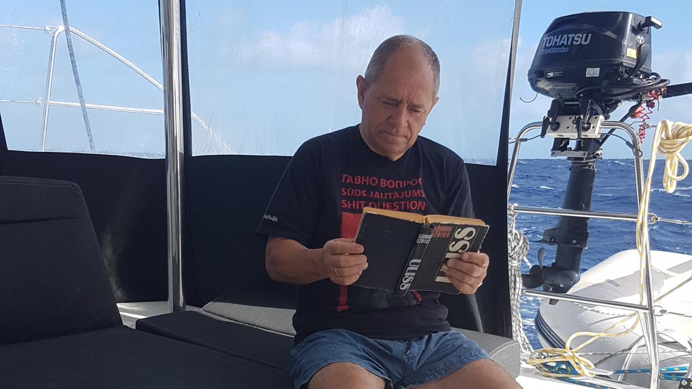 Māris Gailis ar katamarānu šķērso Atlantijas okeānu, <strong>triju mēnešu laikā zaudē abus vecākus</strong>