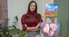 <strong>Miljonāra līgavas skaistais hobijs</strong> — Kristīne Jelinska nodevusies gleznošanai
