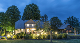<strong><em>Art Deco</em> pieskāriens</strong> homeopātes Daces Gailes dārzā