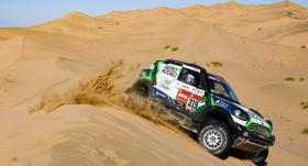 FOTO: Jauna lappuse motoru sporta vēsturē — <strong>Lietuvai uzvara Dakaras rallija posmā!</strong>