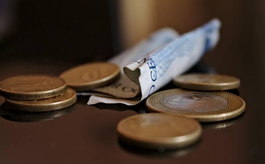 Algu pēc nodokļiem līdz 450 eiro pērn Latvijā <strong>saņēma 25,8% strādājošo</strong>