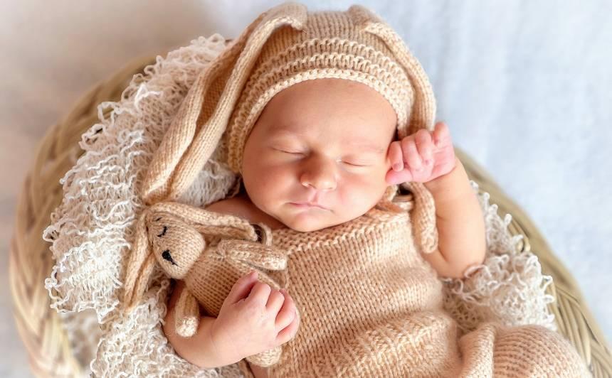 Rīgas dome plāno piešķirt <strong>jaundzimušā pabalstu</strong> arī mazāk nekā gadu Rīgā deklarētajiem vecākiem