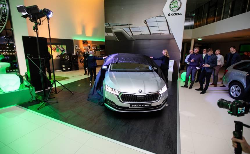 FOTO: <strong>Svinīgi atklāj <em>Škoda</em> dīlercentru <em>VERTE AUTO</em></strong> un jauno <em>Superb iV</em> hibrīdu