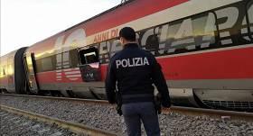 Ātrvilcienam noskrienot no sliedēm, <strong>Itālijā gājuši bojā divi cilvēki</strong>