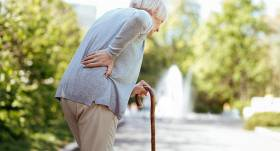 Pētījums: <strong>katrs ceturtais Latvijas iedzīvotājs</strong> bieži izjūt muguras sāpes