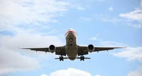 <strong>Lidmašīna ar 172 pasažieriem iekļūst apšaudē</strong> un veic ārkārtas nolaišanos Krievijas aviobāzē Sīrijā
