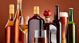 Saeima piebremzē <strong>akcīzes likmes kāpumu alkoholam</strong>