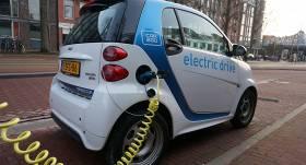 <em>Latvenergo</em>: Latvijā jau pēc 5 gadiem <strong>elektroauto skaits sasniegs 10 000</strong>