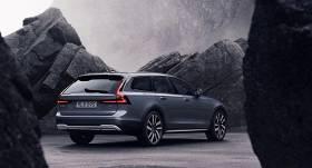 FOTO: <strong><em>Volvo</em> atjaunina S90 un V90 modeļus,</strong> piedāvās hibrīda dzinējus visai sērijai