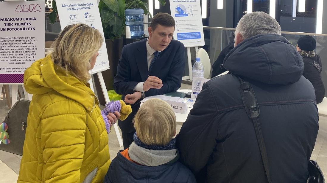 Latvijā ir jāveido sistēma, kurā <strong>bērnu interešu aizsardzība tiek nodrošināta preventīvi,</strong> ziņo notāru padome