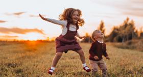 6 vecāku paradumi, <strong>kas palīdzēs izaudzināt emocionāli veselus bērnus</strong>