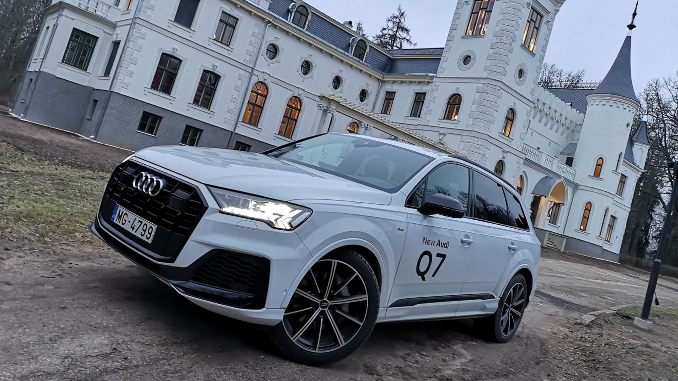 <strong><em>Audi Q7</em></strong> pirmais brauciens