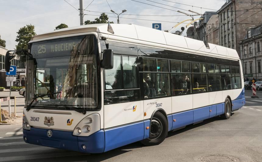 <strong><em>Rīgas satiksmes</em> transportlīdzekļus tīrīs pastiprināti,</strong> lai mazinātu koronavīrusa potenciālo izplatīšanos