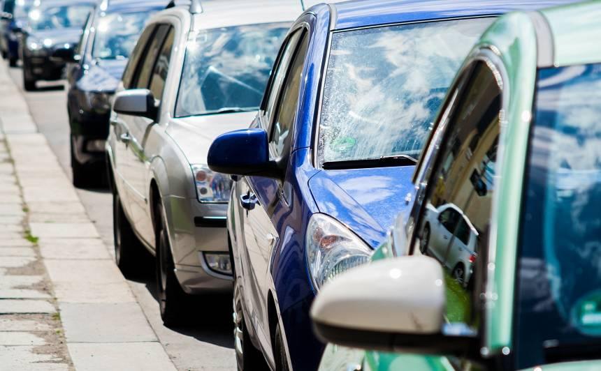 Satiksmes intensitāte uz autoceļiem <strong>kritusies par 18%</strong>