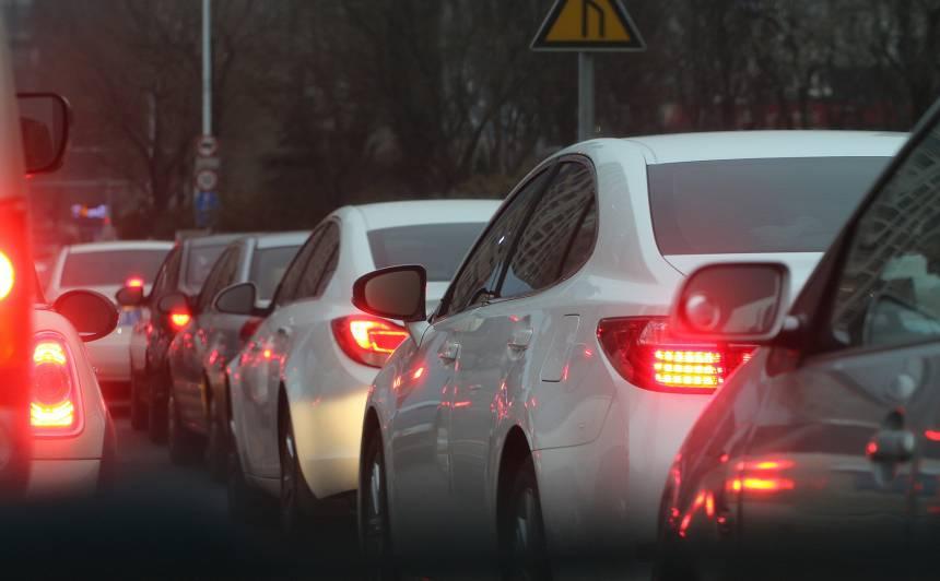 Pieņemtas izmaiņas, kā <strong>ārkārtējās situācijas laikā tiks izskatīti pārkāpumi ceļu satiksmē</strong>