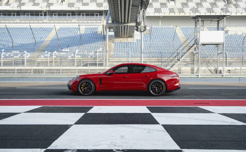 <strong><em>Porsche Panamera</em></strong> — no idejas līdz 10 gadu jubilejas modelim