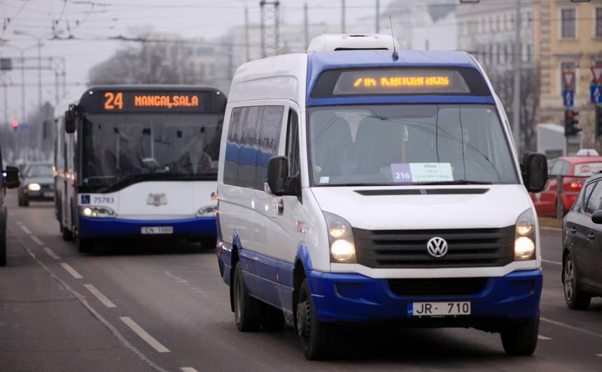 No šodienas Rīgas mikroautobusos <strong>pārtraukti norēķini ar skaidru naudu</strong>