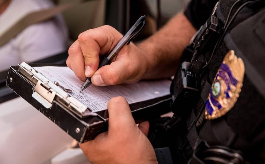 Policija aizvadītajā diennaktī konstatējusi vēl divus pārkāpumus <strong>par ārkārtējās situācijas noteikto aizliegumu neievērošanu</strong>