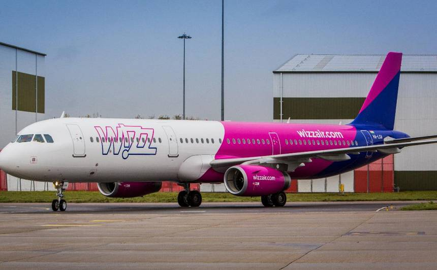 <em>WizzAir</em> <strong>pārtrauc lidojumus no un uz Latviju</strong>