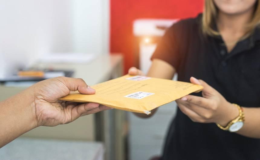 <strong>Kā saņemt pensiju mājās</strong> un citi svarīgi jautājumi par pasta darbību ārkārtas situācijā