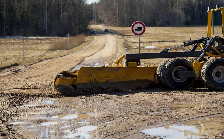 Autoceļu uzturētājs uz grants autoceļiem <strong>greiderēšanu veicis vairāk nekā 22 000 km garumā</strong>