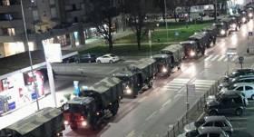 VIDEO: Militārais transports <strong>no Bergamo izved zārkus ar <em>Covid-19</em> upuriem</strong>