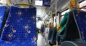 Rīgas sabiedriskajā transportā <strong>daļēji atjauno atlaides pensionāriem</strong>