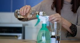Aktuāls jautājums — <strong>vai roku dezinfekcijai var izmantot šņabi?</strong>