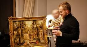 <strong>Mūziķis Kaža investē tūkstošus latvieša gleznā</strong> — piemiņa vectēvam, dāvana bērniem