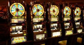 Saeima atbalsta priekšlikumu <strong>slēgt azartspēļu zāles <em>Covid-19</em> izplatības laikā</strong>