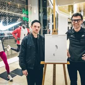 <strong>MAREUNROL'S — </strong> šā gada Rīgas maratona oficiālā krekla autori