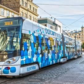 <strong>Rīgā tomēr atcels braukšanas atlaides pensionāriem un skolēniem</strong>