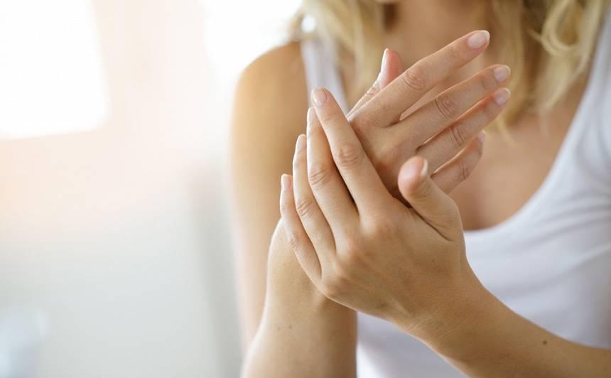 <strong>Padomi, lai roku āda būtu labi aprūpēta</strong> arī vēsajā laikā