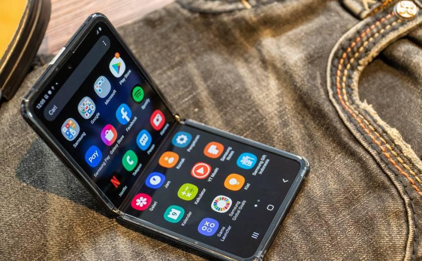<strong>Latvijā vienā dienā izpērk visus</strong> jaunos <em>Samsung</em> salokāmos viedtālruņus