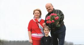 <strong>Paldies <em>savedējam</em> — internetam!</strong> Spēkavīra Aleksandra Radzeviča un Larisas mīlestības stāsts