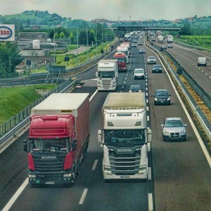 Valdība veic izmaiņas <strong>braukšanas un atpūtas laika ierobežojumos</strong>