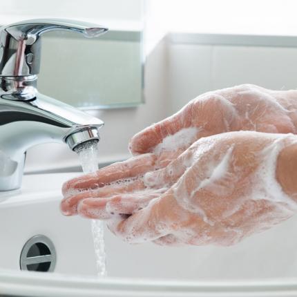<strong>Mazgā rokas –</strong> tas ir tavs ierocis cīņā ar vīrusiem!