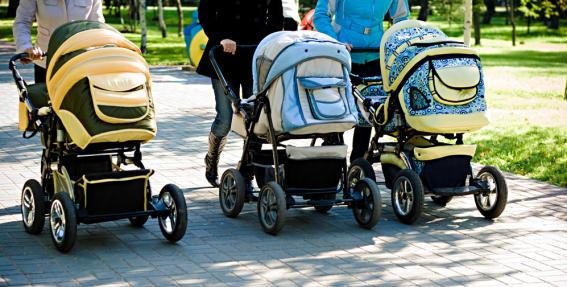 Pētījums: Vecāki lieto atstarotājus uz bērnu ratiem lieto, <strong>bet nezina, kā to darīt pareizi</strong>