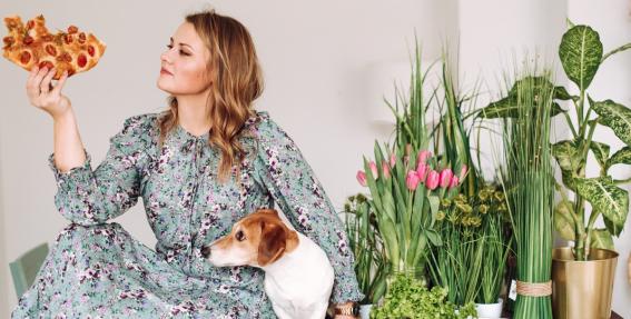 Zane Grēviņa — <strong>meitene ar suni un bestselleru</strong>