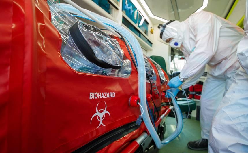FOTO: NMPD iegādājies īpašu <strong>aprīkojumu smagi slimu <em>Covid –19</em> pacientu transportēšanai</strong>