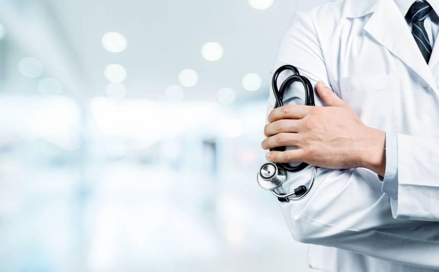 Aizdomīgais ārsta apzīmējums — <strong>internists</strong>