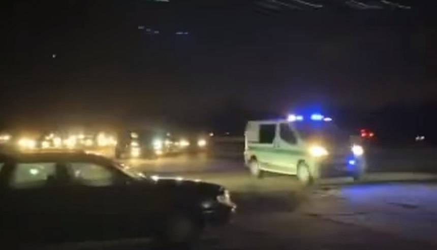 VIDEO: Rumbulas lidlaukā <strong>desmitiem auto taurē policijas ekipāžai</strong>
