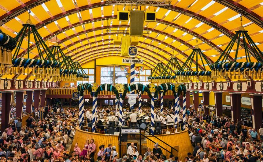 Atceļ arī <strong>slaveno Vācijas alus festivālu <em>Oktoberfest</em> un Pamplonas vēršu skrējienu</strong>