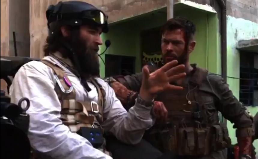 VIDEO: Austrāliešu kino zvaigzne Kriss Hemsvorts <strong>atklāj filmēšanas darba skarbās aizkulses</strong>