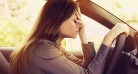 Kāpēc stress padara mūs par <strong>sliktākiem autovadītājiem?</strong>