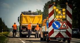 Ceļu būvniecības veicināšanai krīzes laikā plāno novirzīt <strong>75 miljonus eiro</strong>